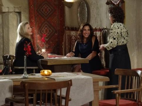 Wanda e Irina vão no restaurante de Cyla