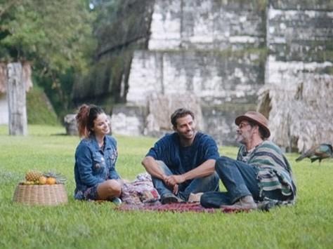 Amaralina vai ajudá-los a voltarem par ao Brasil (Foto: TV Globo)